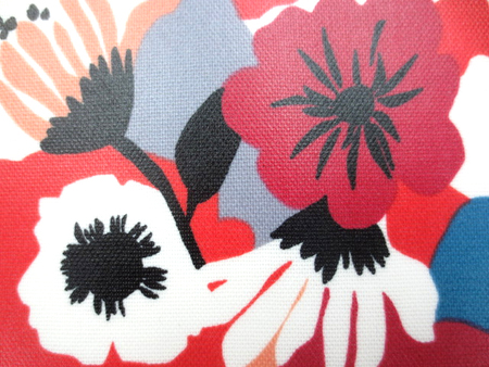 ラミネート 生地 FLOWERS ダークレッド ダークブルー ビニールコーティング 110cm幅 [BN504]