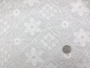 レース 生地 ローンレース 刺繍 オフ白 140cm巾 [LA435]