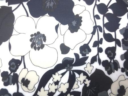 ラミネート 生地 濃紺 黒花柄/白地 ビニールコーティング 110cm幅 [BN526]