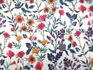 ラミネート 生地 オレンジ 赤 パープル花柄/オフ白地 ビニールコーティング 113cm幅 [BN528]