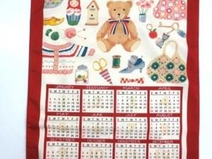 カレンダー 生地 布のカレンダー くま(小) COUNTRY BEAR 赤 [CA2110]